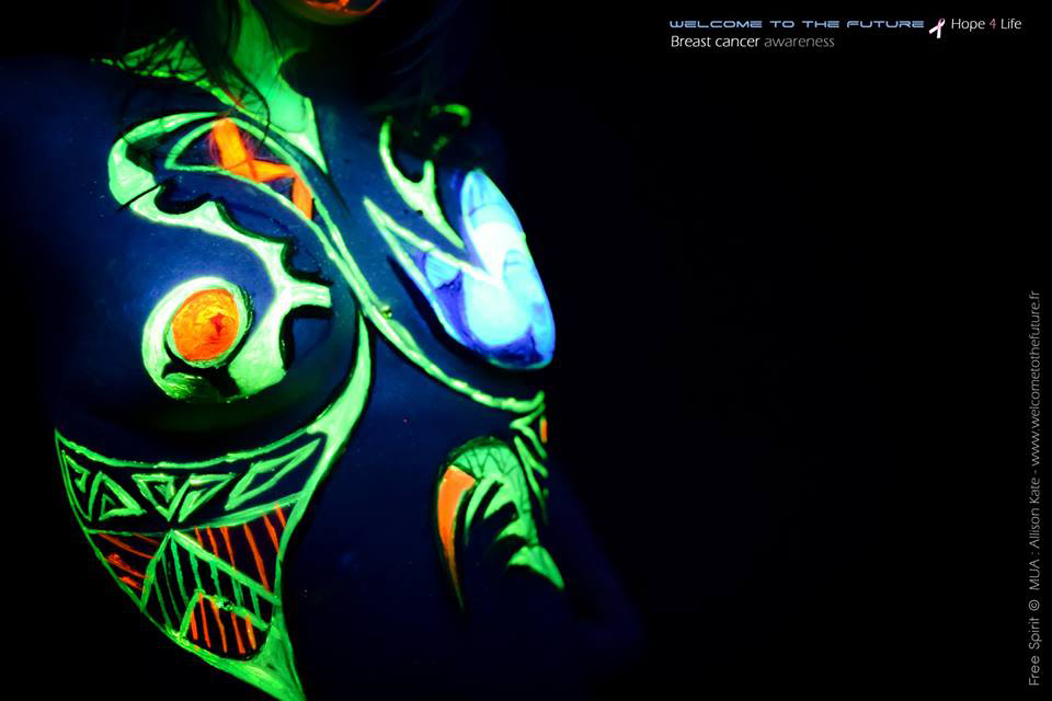 Body painting fluo black light cancer du sein