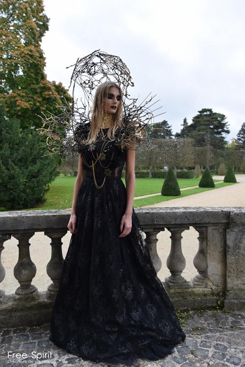 cage dorée robe de soirée noire
